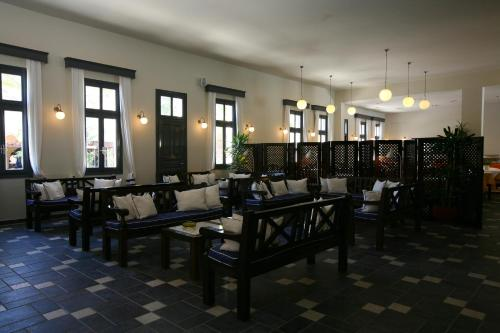 A restaurant or other place to eat at Rose Bay Hotel