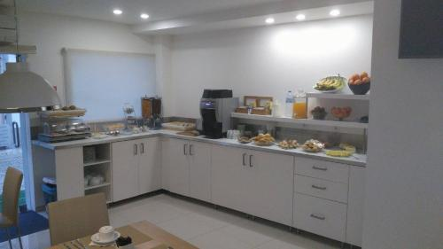 A kitchen or kitchenette at Sea Garden, Residência