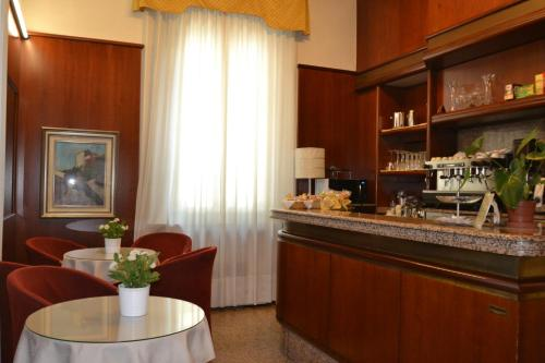 A kitchen or kitchenette at Hotel Residence