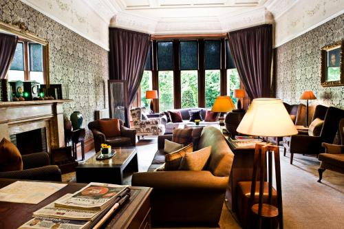 A seating area at One Devonshire Gardens a Hotel Du Vin