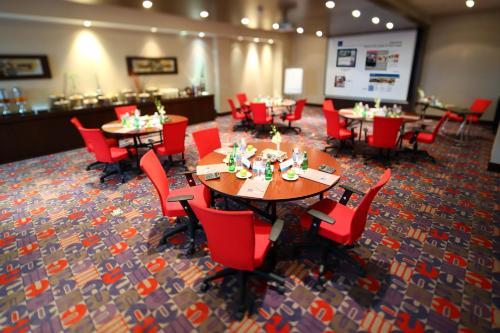 مطعم أو مكان آخر لتناول الطعام في فندق نوفوتيل بزنس بارك الدمام