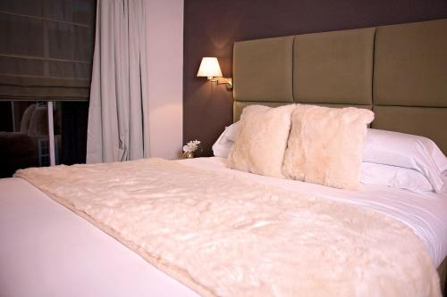 A bed or beds in a room at Severn Social Hotel
