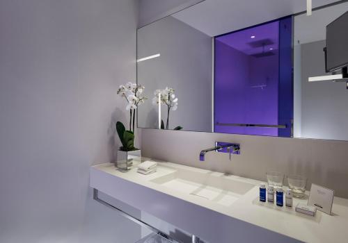 Een badkamer bij Park Plaza London Waterloo