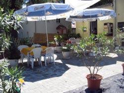 Ein Restaurant oder anderes Speiselokal in der Unterkunft Fliegerhorst