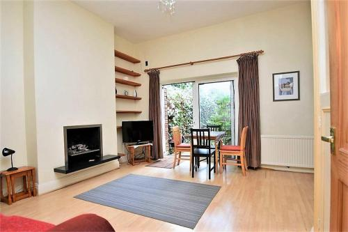 A television and/or entertainment center at East Finchley Garden Apartment