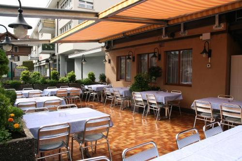 Ein Restaurant oder anderes Speiselokal in der Unterkunft Hotel Glärnisch Hof