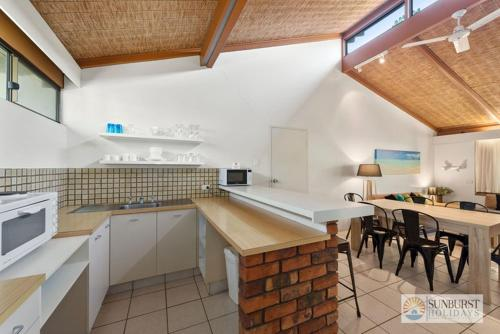 A kitchen or kitchenette at Sapphire Owl