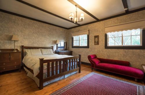 A bed or beds in a room at Walhalla Coach House