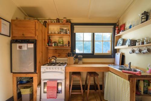 A kitchen or kitchenette at Stringer's Cottage