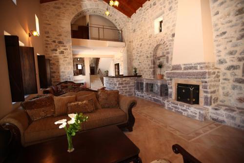 A seating area at Vasilios Apartments Hotel