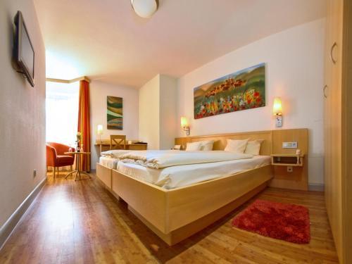 Ein Bett oder Betten in einem Zimmer der Unterkunft Hotel zum Ochsen