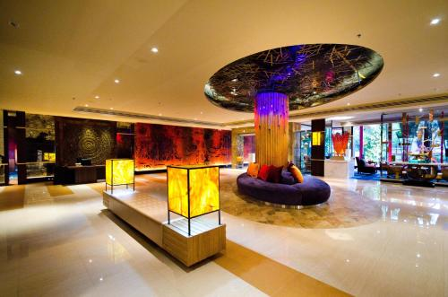 The lobby or reception area at Tongtara Riverview Hotel