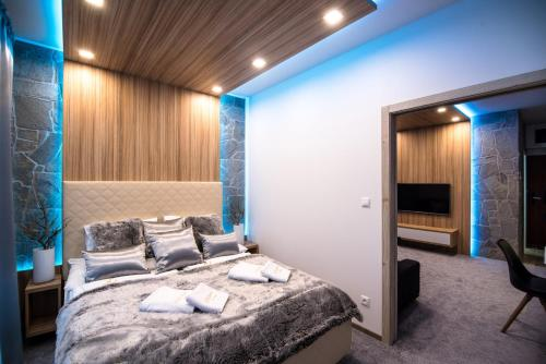 A bed or beds in a room at Apartment Luna Hrebienok