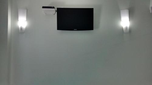 Телевизор и/или развлекательный центр в Turis Hotel