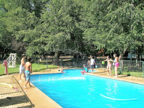 The swimming pool at or near Cabañas Bafemadi