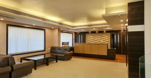 The lobby or reception area at Hotel Sheela Shree Plaza