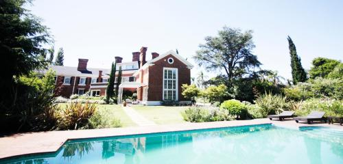 A piscina localizada em Le Bibló ou nos arredores