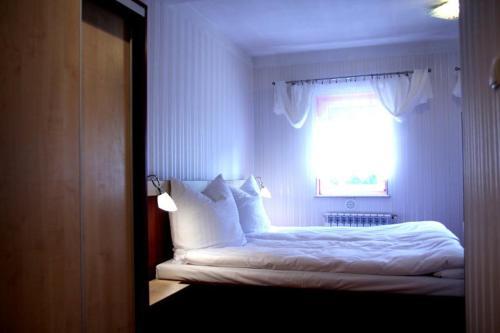 Łóżko lub łóżka w pokoju w obiekcie Karczma pod Młynem