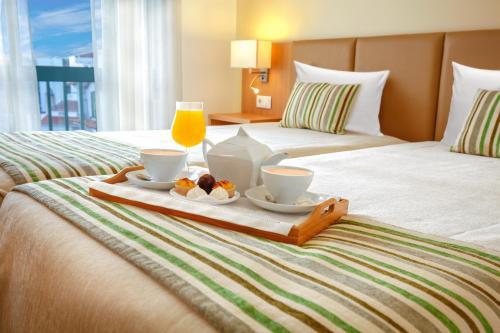 A bed or beds in a room at Hotel Santo Antonio De Fatima