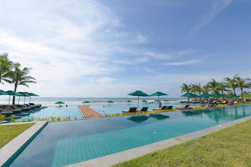 The swimming pool at or close to Ngwe Saung Yacht Club & Resort