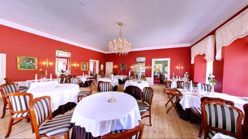 En restaurant eller et andet spisested på Store Restrup Manor House