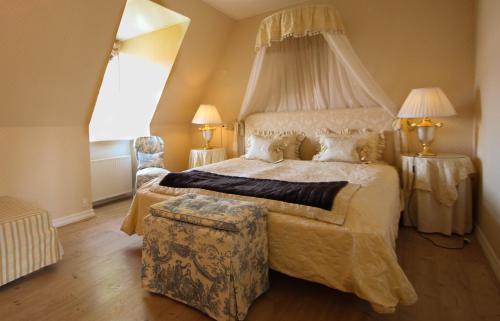 En eller flere senge i et værelse på Sophiendal Manor