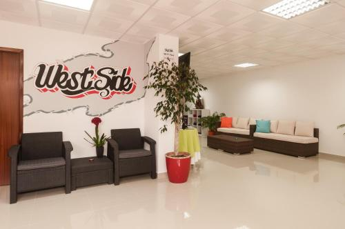 The lobby or reception area at West Side Guesthouse