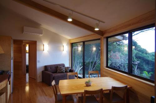 A seating area at Guest House Views