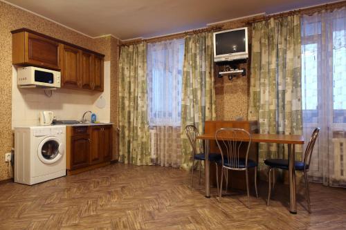 A kitchen or kitchenette at Apartment in the center - Vernadskogo 1
