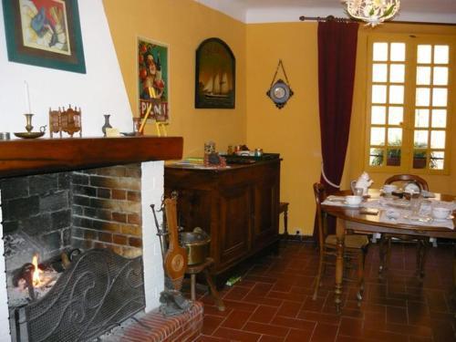 A restaurant or other place to eat at Le Pra de Pé
