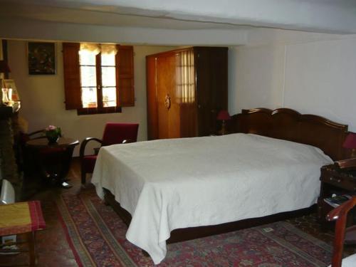 A bed or beds in a room at Le Pra de Pé