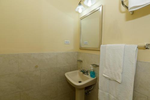 A bathroom at Jasmine Inn