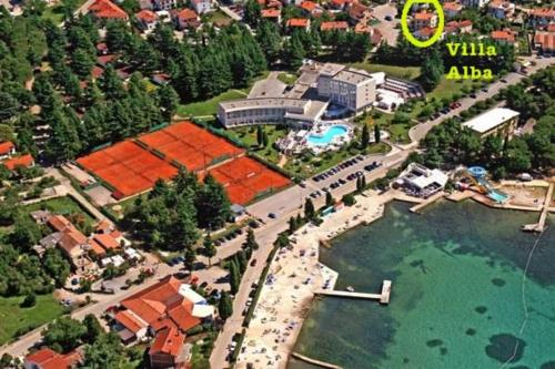 A bird's-eye view of Apartments Villa Alba II
