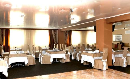 A restaurant or other place to eat at Varta