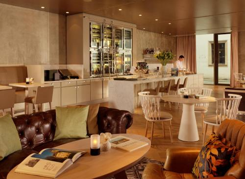 A restaurant or other place to eat at Hyperion Hotel Dresden Am Schloss
