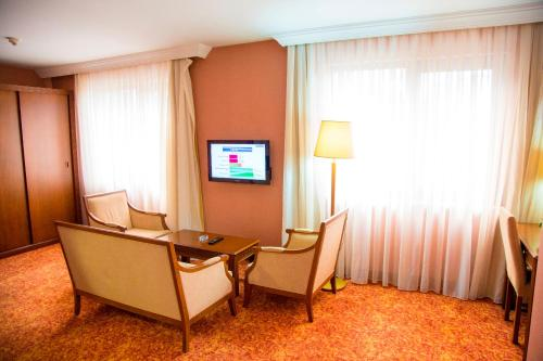 A television and/or entertainment center at Kelesler Park Hotel