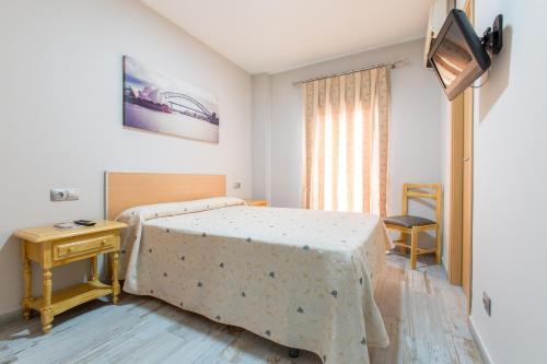 Кровать или кровати в номере Olympia Ronda Hostel