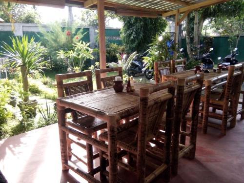 Ein Restaurant oder anderes Speiselokal in der Unterkunft Maharani Homestay
