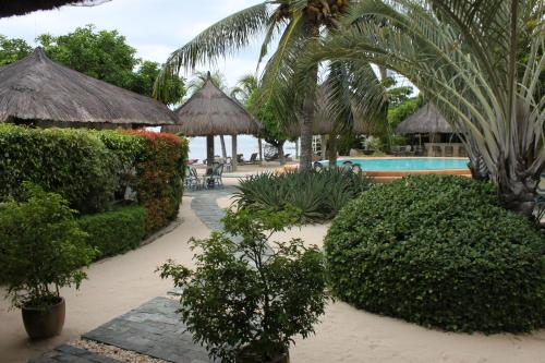 The swimming pool at or near Linaw Beach Resort