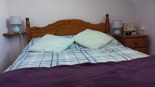 A bed or beds in a room at Molyneux Guesthouse