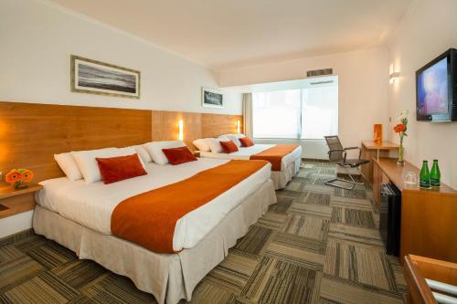 Cama o camas de una habitación en Best Western Marina del Rey