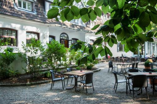 Ein Restaurant oder anderes Speiselokal in der Unterkunft Hotel Münnich