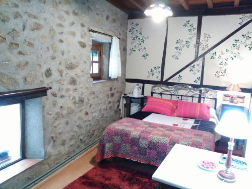 A bed or beds in a room at Antigua Posada