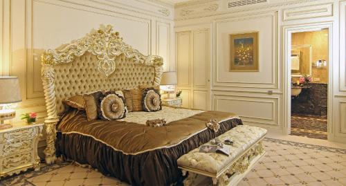 Кровать или кровати в номере Orion Hotel Bishkek