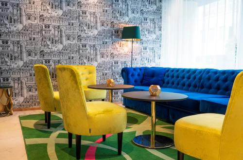 A seating area at Thon Hotel Stavanger