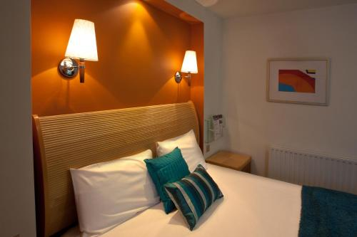 A bed or beds in a room at Britannia Hotel Bolton