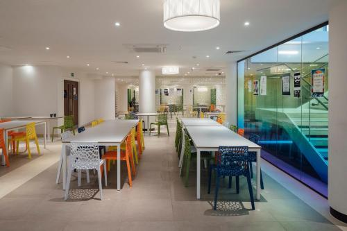 A restaurant or other place to eat at Garden Halls University of London