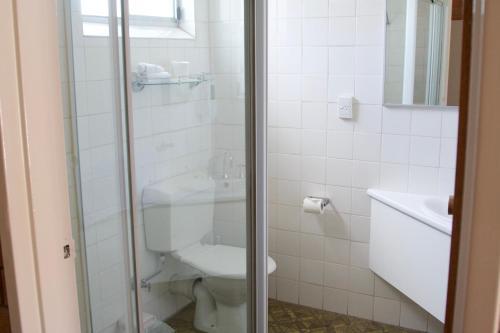 A bathroom at Buckaroo Motor Inn
