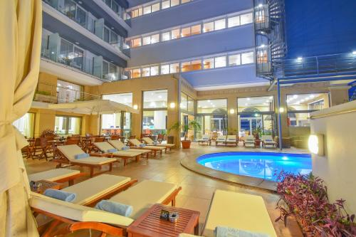 Πισίνα στο ή κοντά στο Ibiscus Hotel
