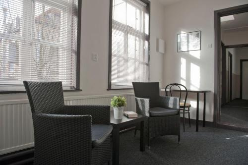 A seating area at Budgethotel de Zwaan